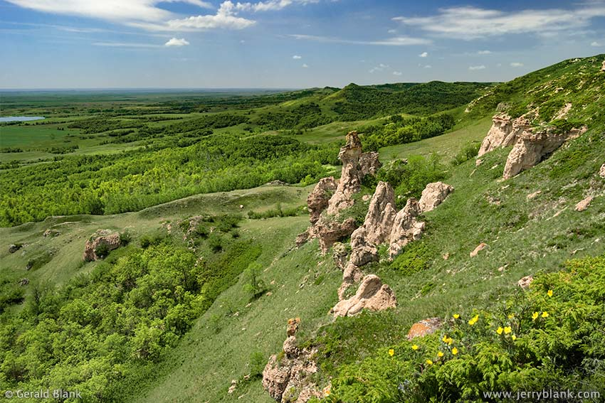#00148 - Erionite pillars mark the southeast boundary of the Killdeer Mountains near Medicine Hole, the deepest natural cave in North Dakota - photo by Jerry Blank